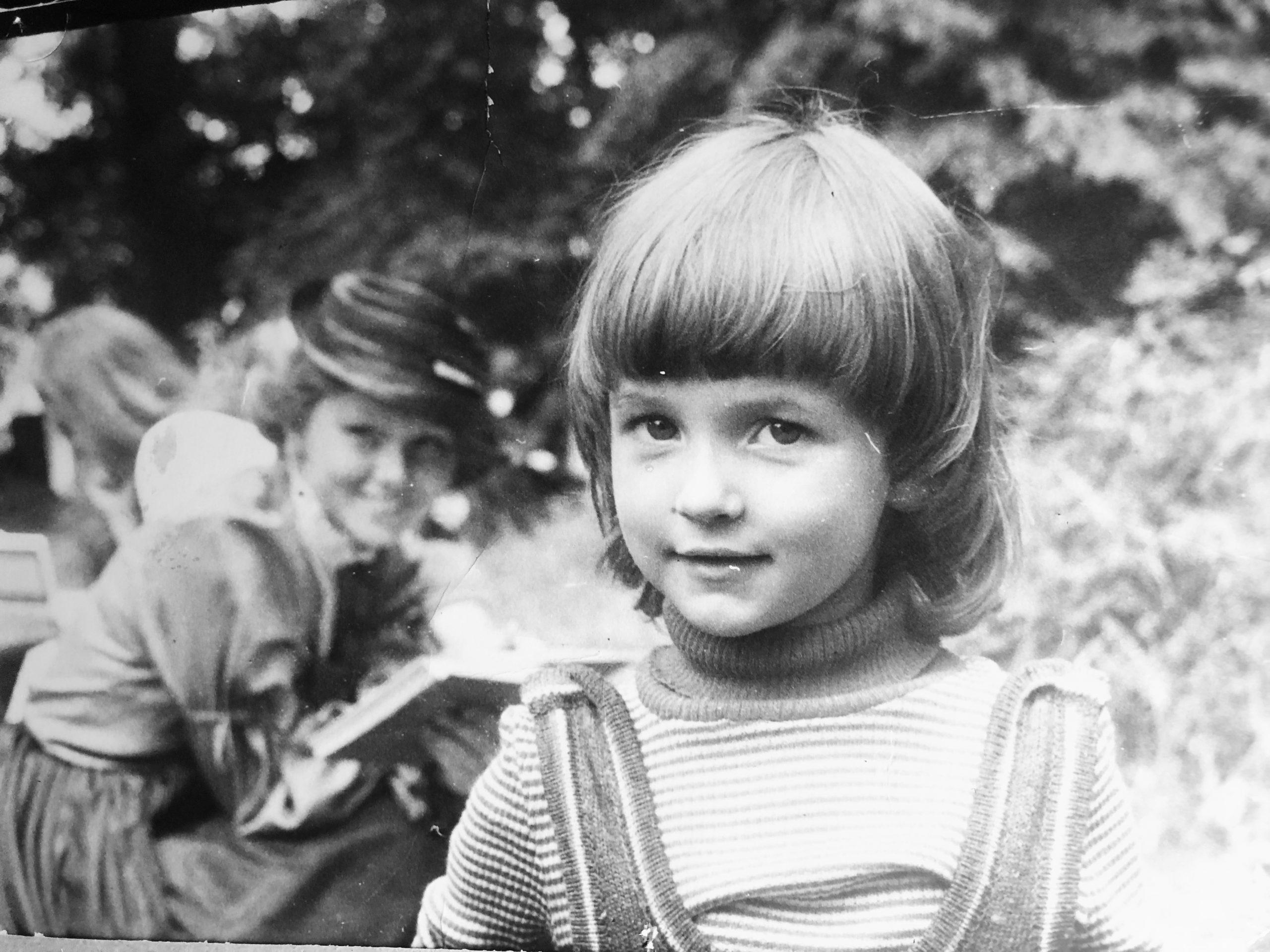Kristina Savickytė, Nijolė Oželytė, vaikystė